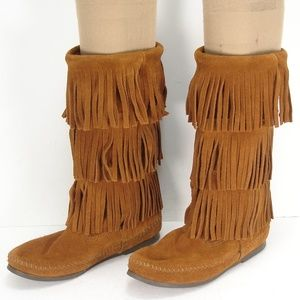 MINNETONKA MOCCASINS SUEDE 3 LAYER FRINGE BOOTS 8